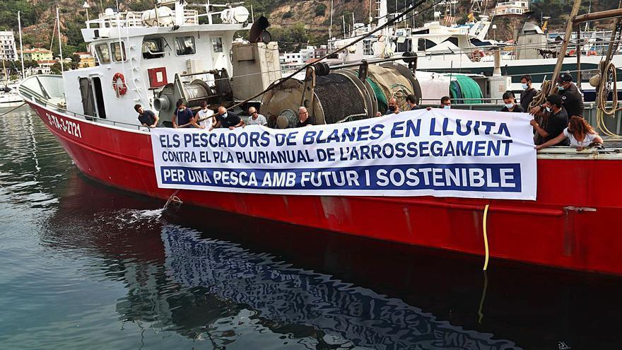 La normativa europea farà que els pescadors només surtin 120 dies l'any