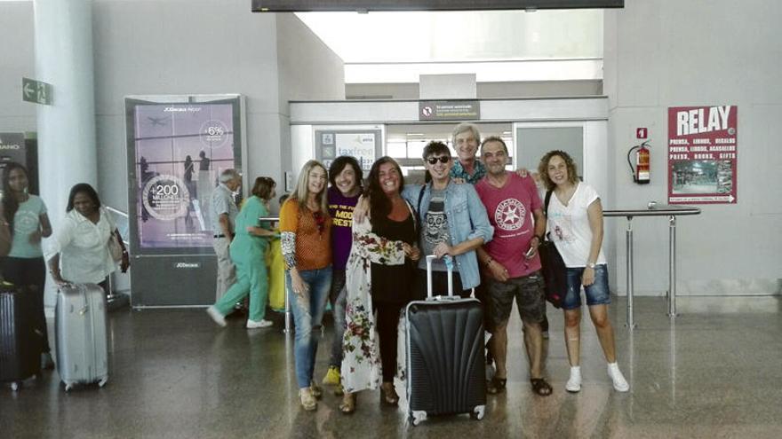 Un grupo de artistas y hosteleros reciben en Peinador al músico argentino Frans Banfield