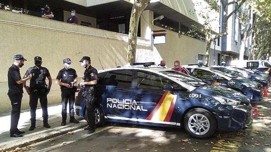 El 'coche inteligente' de la Policía ha localizado 80 vehículos robados en un año