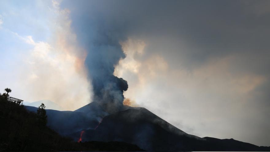 El volcán de Cumbre Vieja no pierde fuerza y ya ha arrasado más de 670 hectáreas