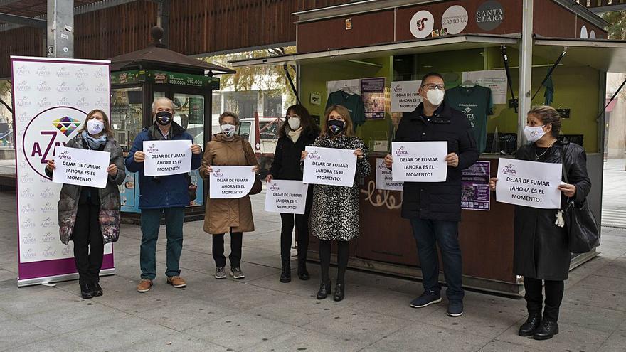 Azayca lanza una campaña contra el hábito del tabaco en Zamora