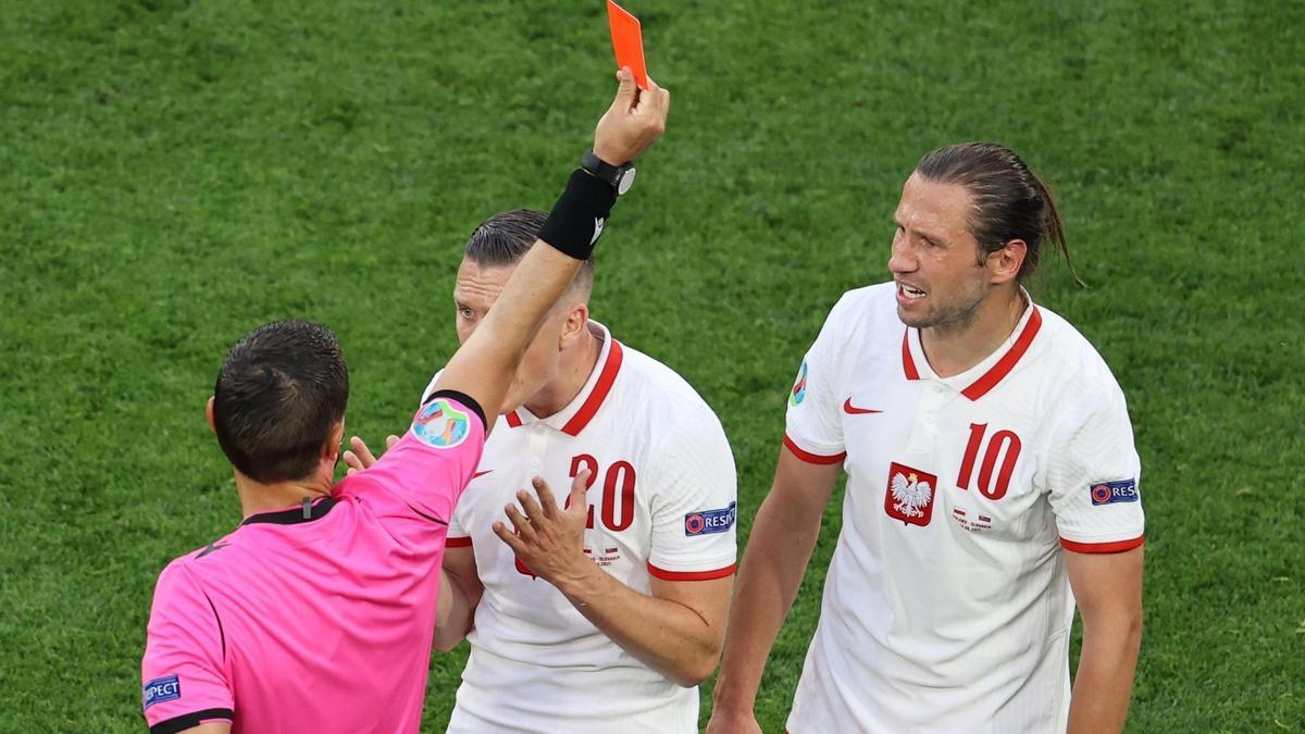 Krychowiak no jugará ante España por su expulsión contra Eslovaquia.