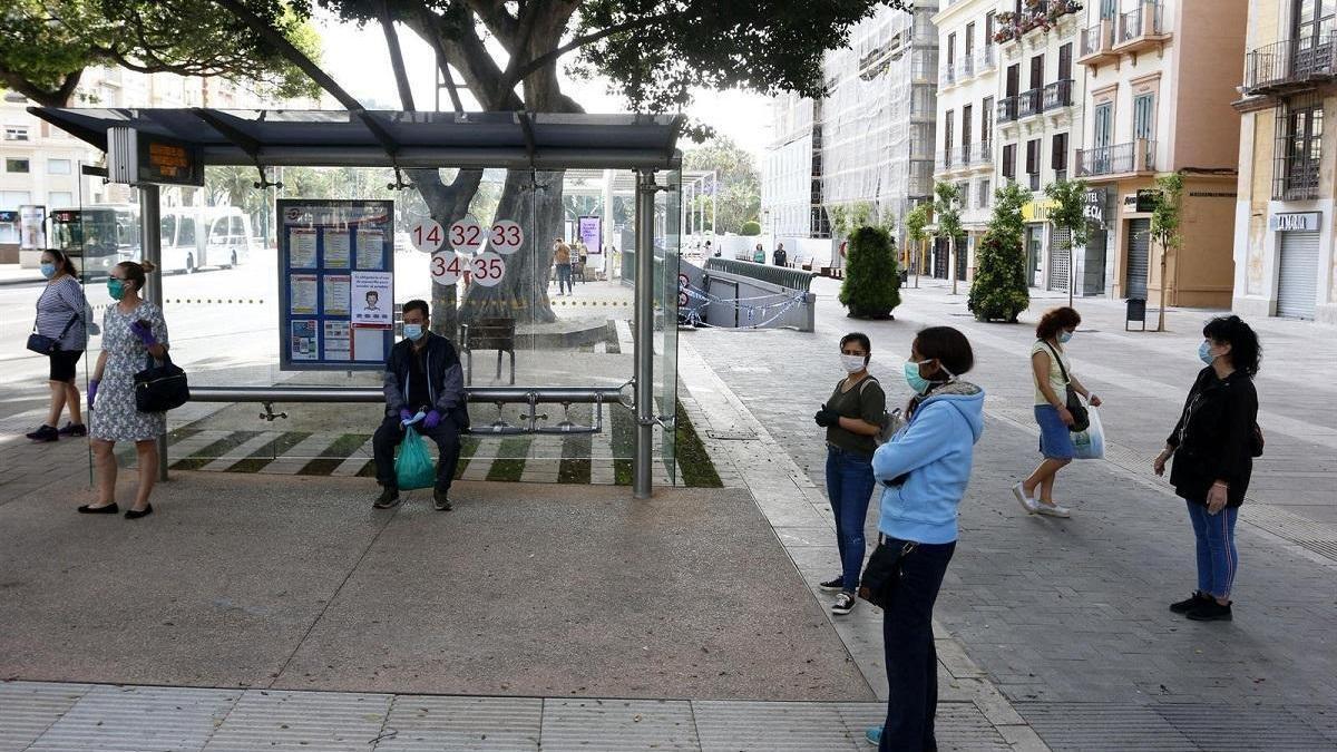 Una parada de la EMT en la Alameda Principal.