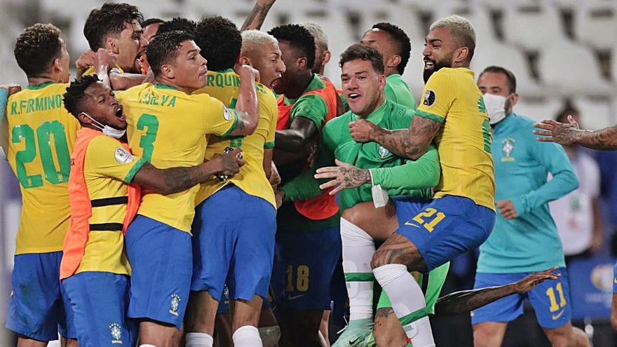 Copa Amèrica  Brasil remunta Colòmbia amb polèmica