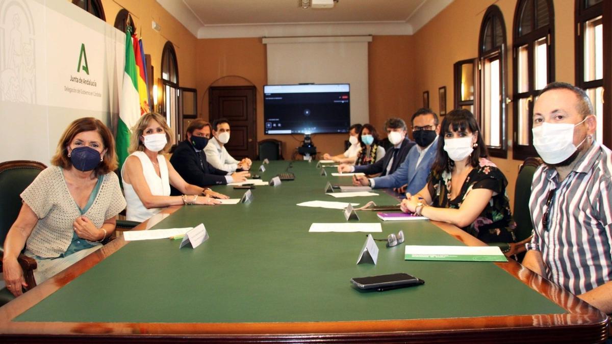 El delegado de la Junta en la provincia de Córdoba, Antonio Repullo, preside el Foro Provincial de Inmigración.