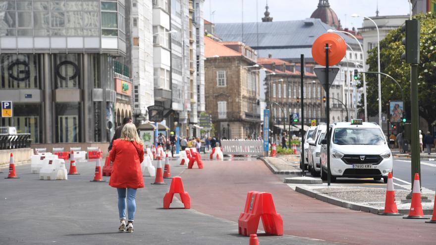 Los coruñeses estrenan los nuevos espacios peatonales en los Cantones