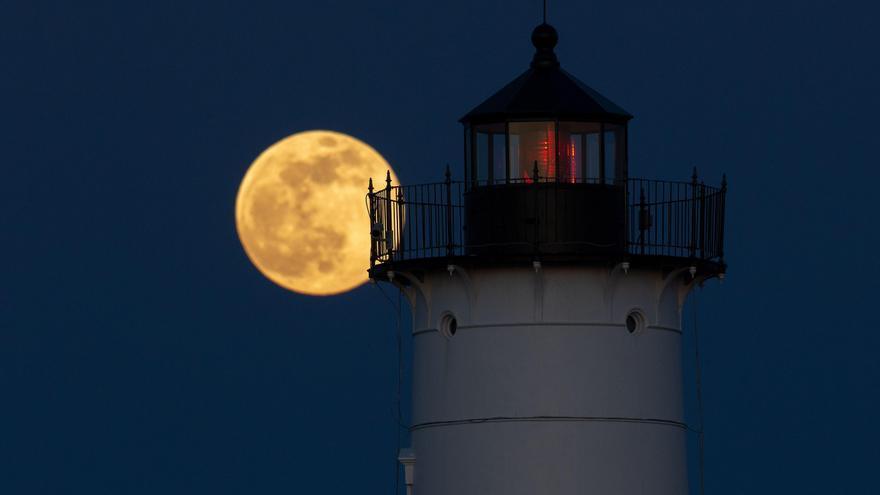 'Superluna rosa' de abril: ¿cuándo es y cómo verla?
