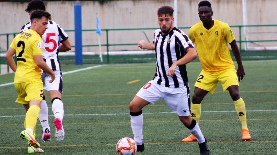 El Castellón B estrena su cuenta de triunfos tras derrotar al Silla (2-1)