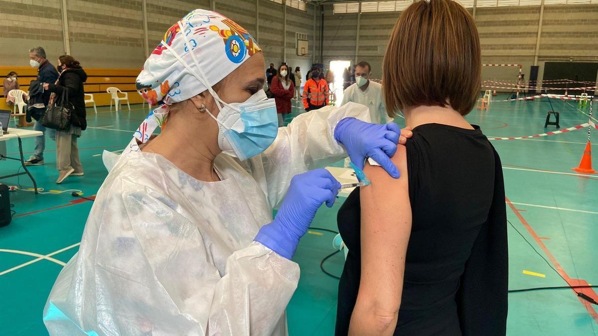 Imagen de archivo de la vacunación del covid-19 en Cádiz.