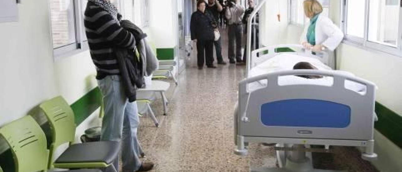 Denuncian la eliminación de 91 empleos sanitarios en Sagunt desde hace dos años