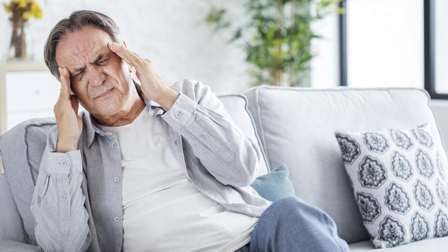 El dolor de cabeza también es un síntoma del virus