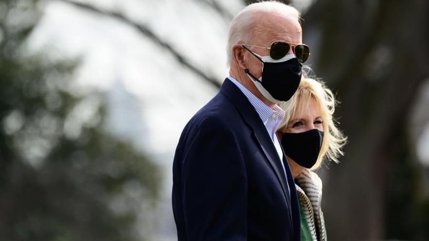 Biden quiere dar acceso a la vacuna anticovid a los indocumentados
