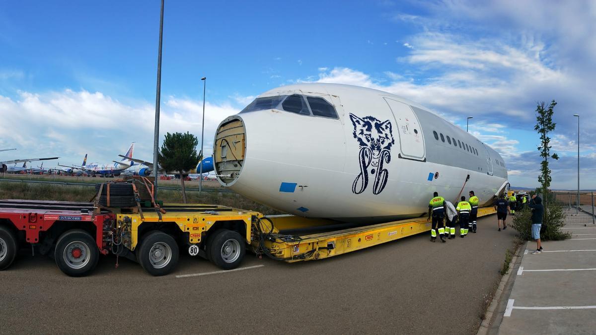 El Airbus durante su traslado de Teruel a Fraga.