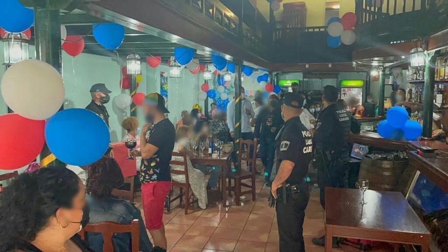 Sorprenden a 32 personas celebrando una fiesta ilegal en un bar de Santa Cruz de Tenerife