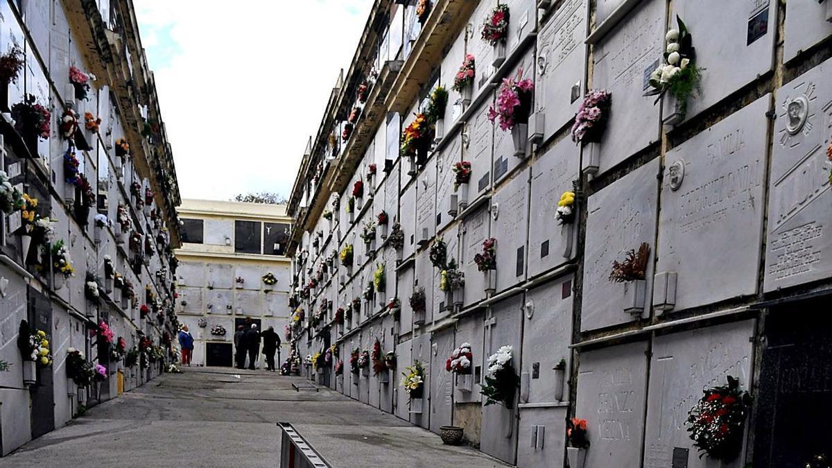 Panteones en el centemerio de San Amaro, en A Coruña. |   // VÍCTOR ECHAVE