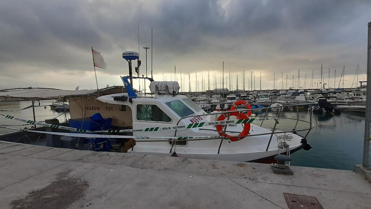 La embarcación permanece precintada en el puerto de Vinaròs, donde la inmovilizó la Guardia Civil.