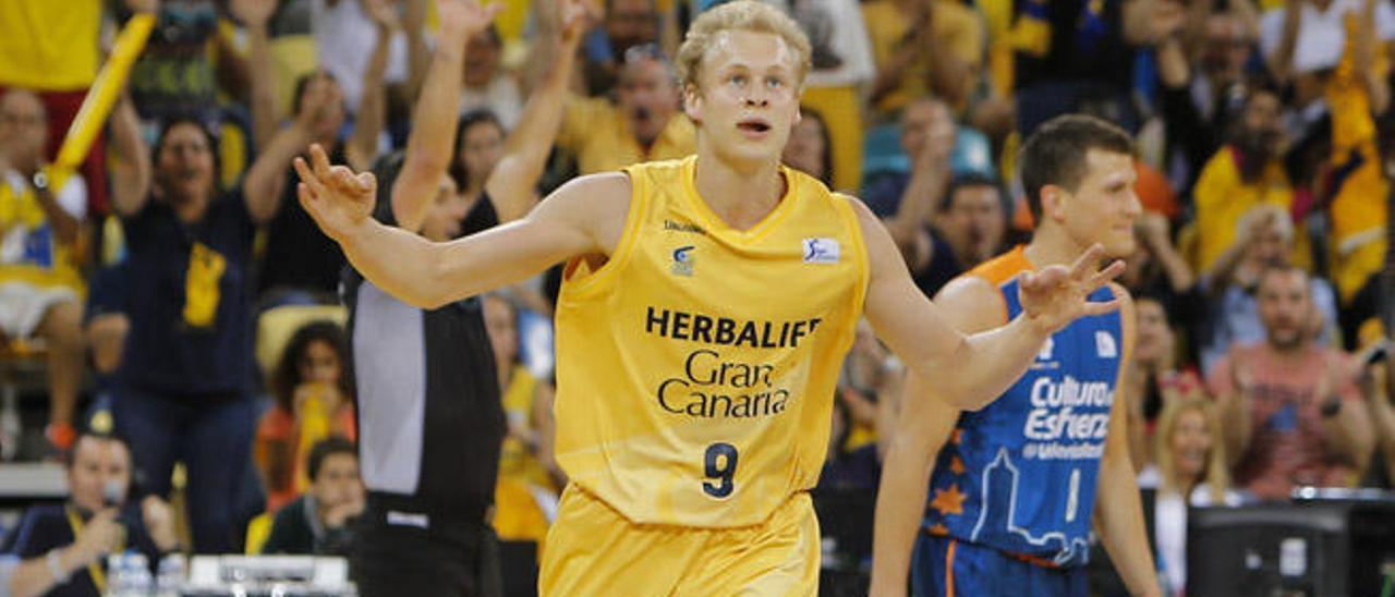 El alero finés del Granca, Sasu Salin celebra una de sus triples, ayer frente al Valencia Basket Club.