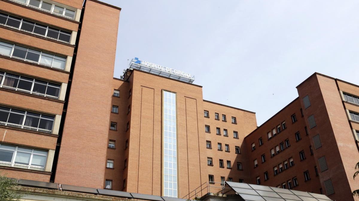La façana de l'hospital Trueta.