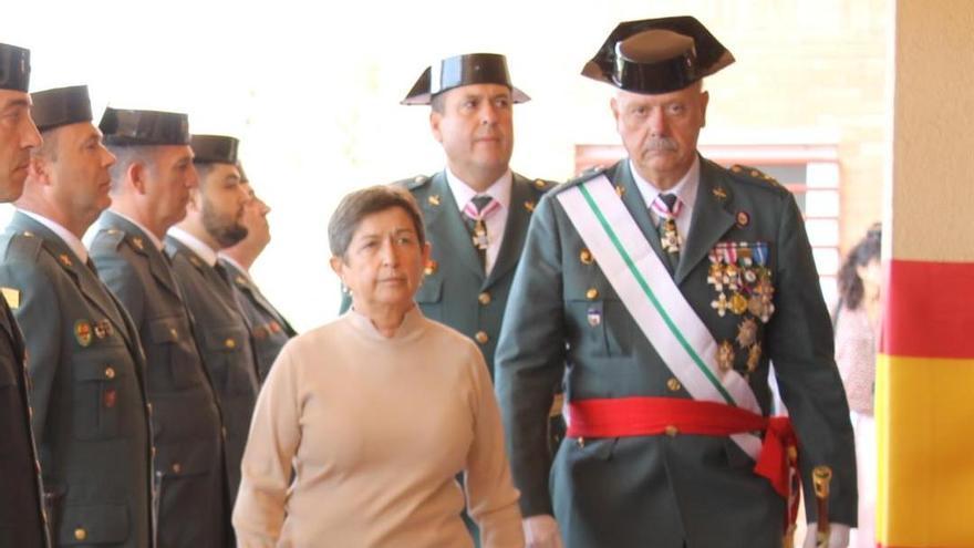 El general Garrido junto a la delegada del Gobierno en Cataluña, Teresa Cunillera.