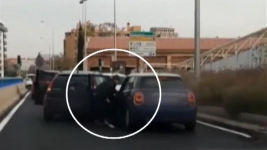 Una discusión de tráfico termina con uno de los conductores apuñalado