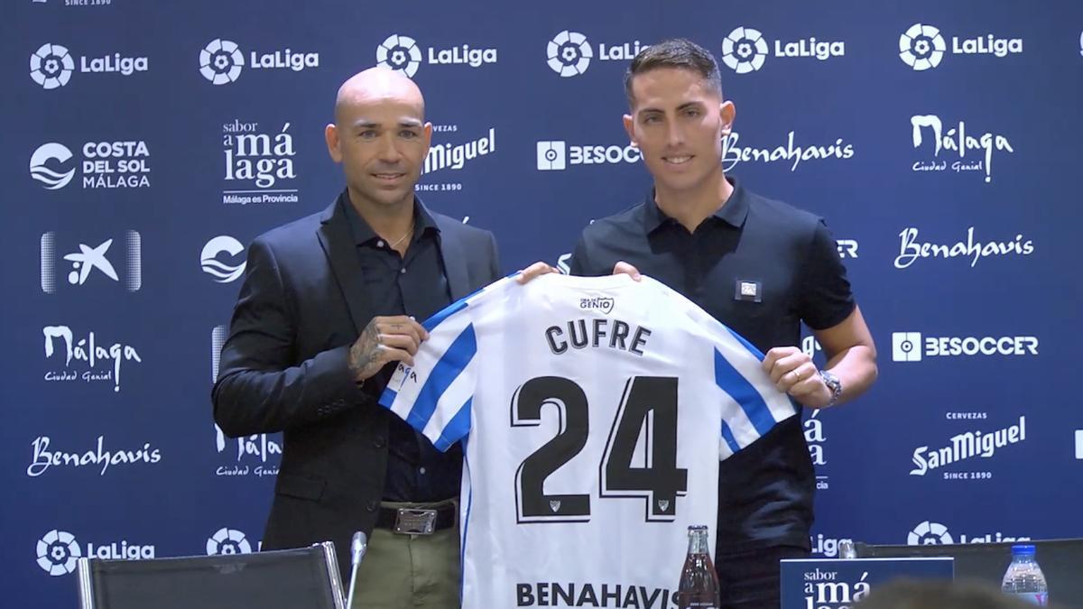 Cufre, junto a Manolo Gaspar en su presentación como jugador malaguista