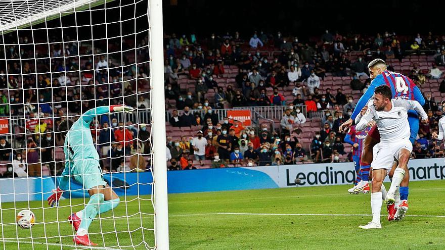 Barça-Granada: El caràcter d'Araújo impedeix la derrota