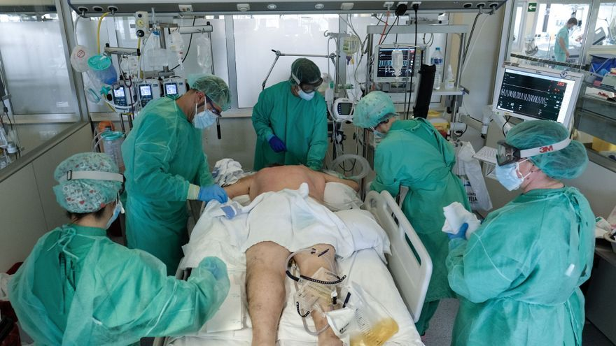 Las muertes semanales por covid caen un 99% desde el mes de enero