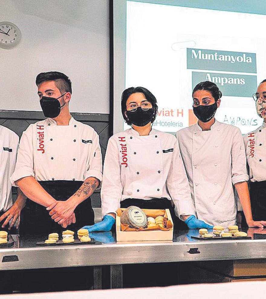 Estudiants de Direcció de Cuina de Joviat Hoteleria creen noves postres amb formatges Muntanyola