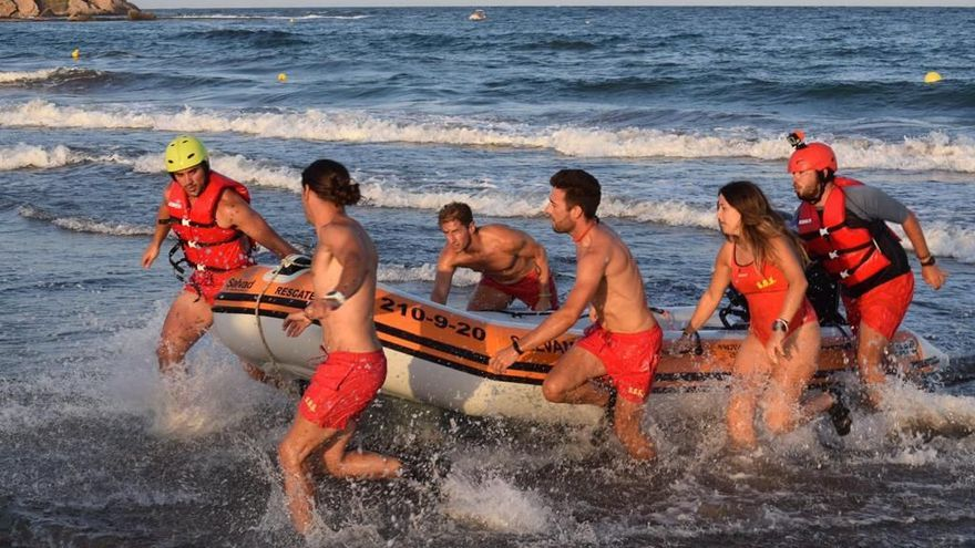 Siete personas han sido rescatadas en playas aguileñas