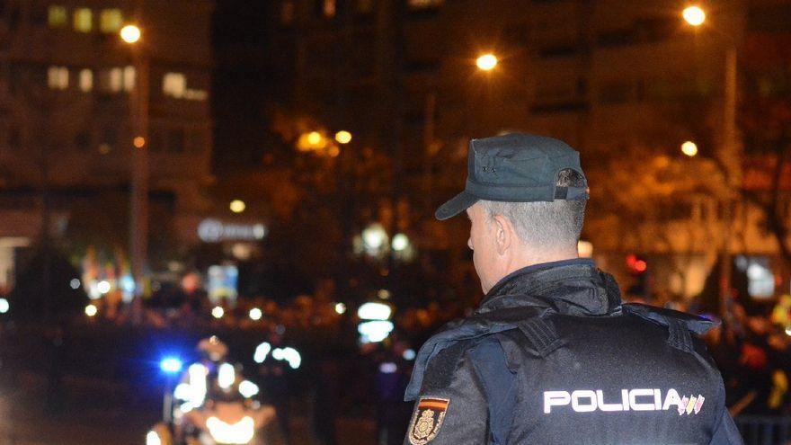 Se salta el toque de queda en Canarias para robar en una zapatería