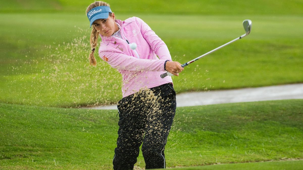 Luna Sobrón golpea una bola en el pasado Open de España femenino celebrado en Marbella.