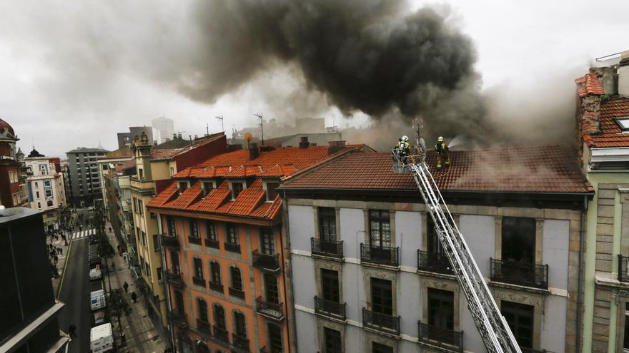 VÍDEO: El emotivo homenaje a Eloy Palacio, el bombero fallecido en el incendio de Uría