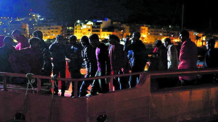 La llegada de migrantes a Canarias apunta ya a la 'crisis de los cayucos' de 2006