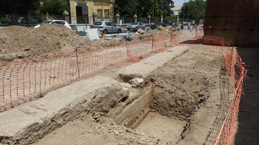Hallada parte de la barbacana de la muralla durante la obra del Marrubial