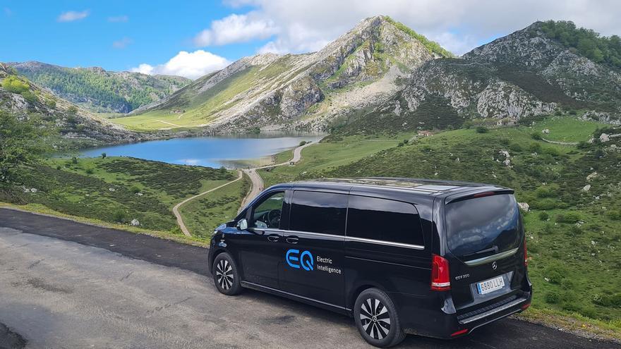 Taxistas de Cangas de Onís probaron vehículos eléctricos en la vertiente canguesa del parque nacional de los Picos de Europa