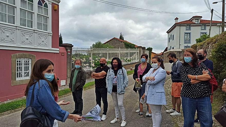 Éxito de las visitas guiadas por Somao, con turistas británicos y de otras comunidades