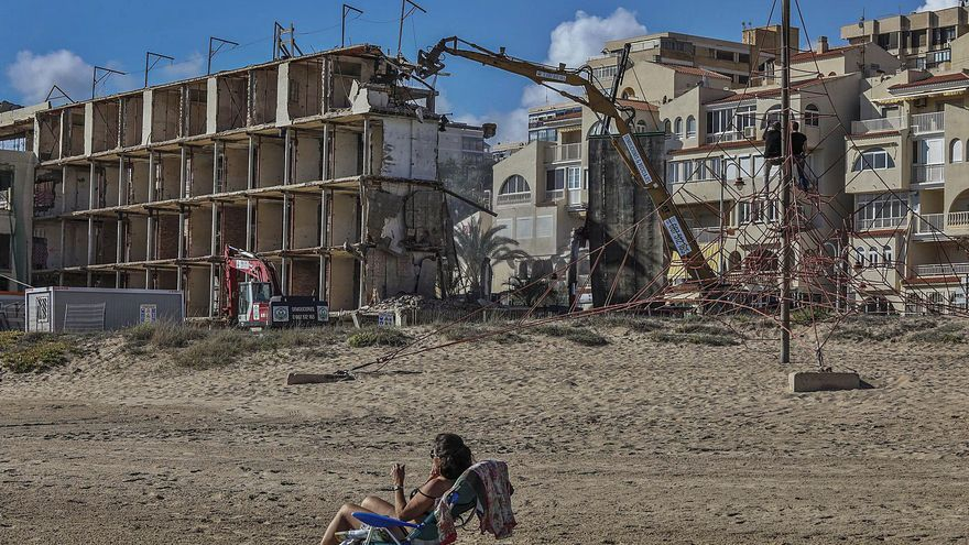 La empresa se da un plazo de siete semanas para retirar el hotel de Arenales y regenerar la playa