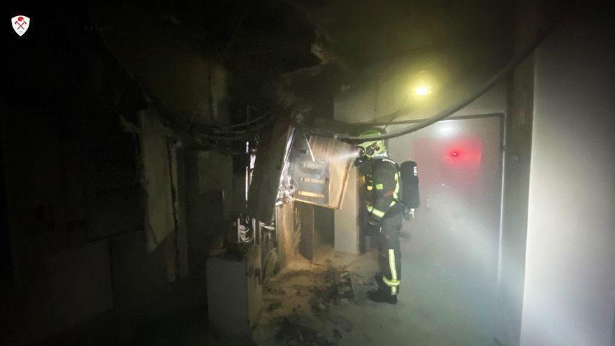 Bomberos del Consorcio extinguen un incendio eléctrico en una residencia de mayores en Estepona