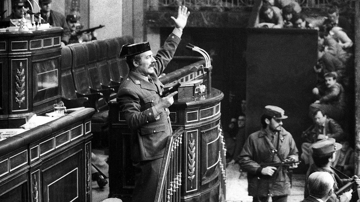 Tejero, tras su llegada pistola en mano al Congreso delos Diputados.