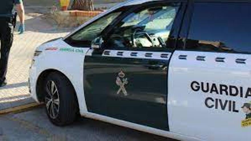 La Guardia Civil detiene a dos hombres por robar dos vehículos de alta gama en la Pobla de Farnals y el Grao de Castelló