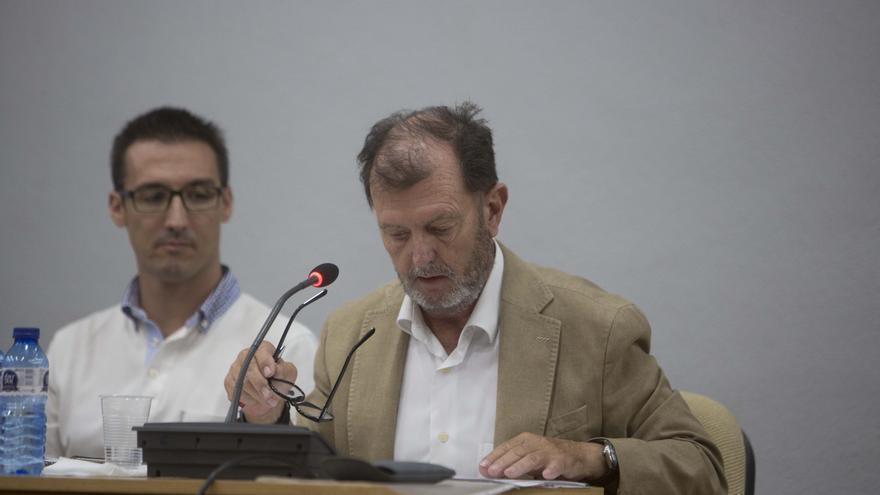 """Un edil de El Campello exige a la concejal de Vox el tratamiento de """"señor ilustrísimo"""""""