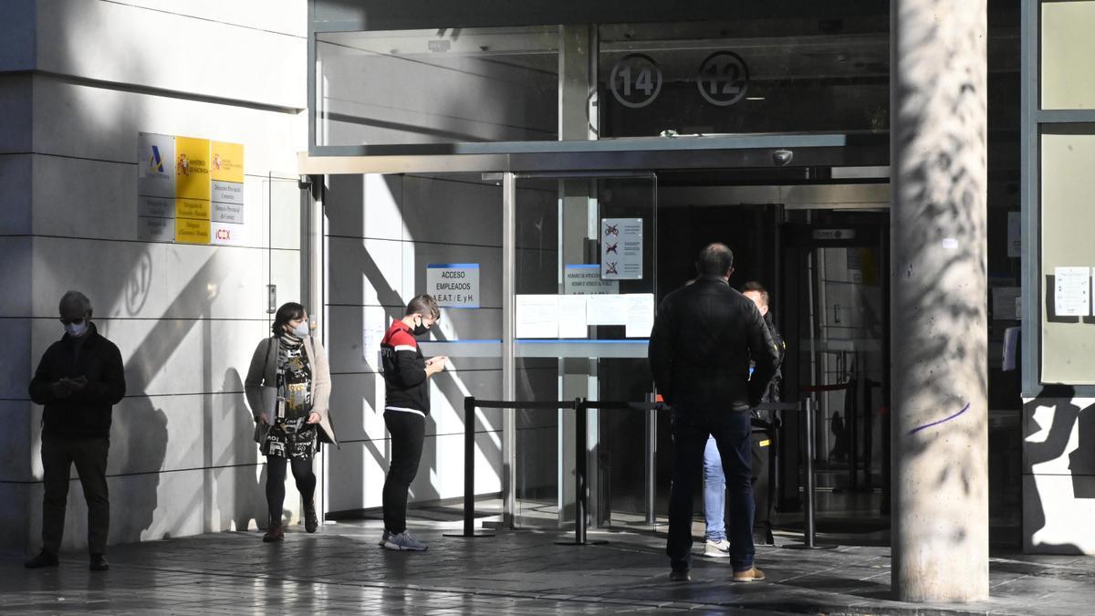 Entrada de la sede de la Agencia Tributaria en Castelló.