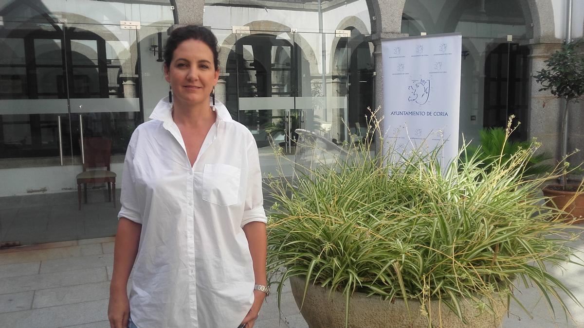 La edil de Turismo, Almudena Domingo, en el Patio de Cristal del ayuntamiento.
