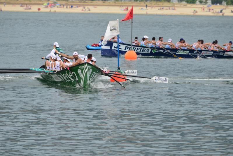 Las dos embarcaciones tomando una de las ciabogas. | GONZALO NÚÑEZ