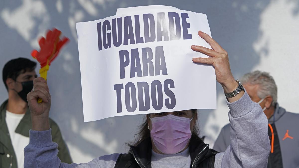Una mujer en una concentración por la Igualdad en A Coruña.