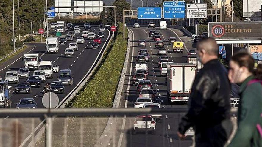 Inselrat will Busspuren auf Autobahnen einrichten