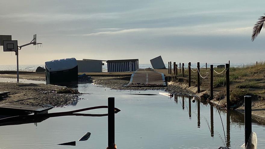 Cierran la playa del Port de Sagunt por los daños tras la tromba