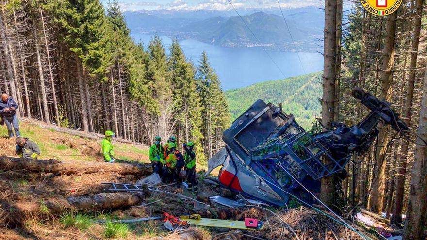 Fallecen 13 personas al desplomarse un teleférico en la localidad italiana de Stresa