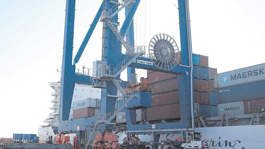 Alerta por las fugas de navieras a Sagunt ante el paro en PortCastelló