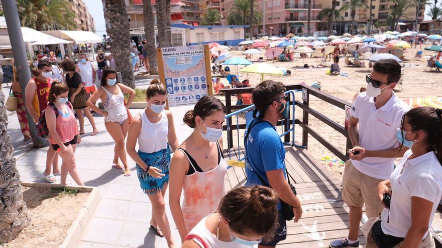"""Toma """"al asalto"""" de la playa del Cura en Torrevieja"""